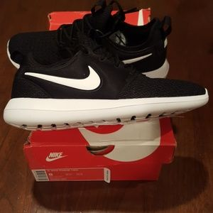 Nike Roshe Two Running Sneakers
